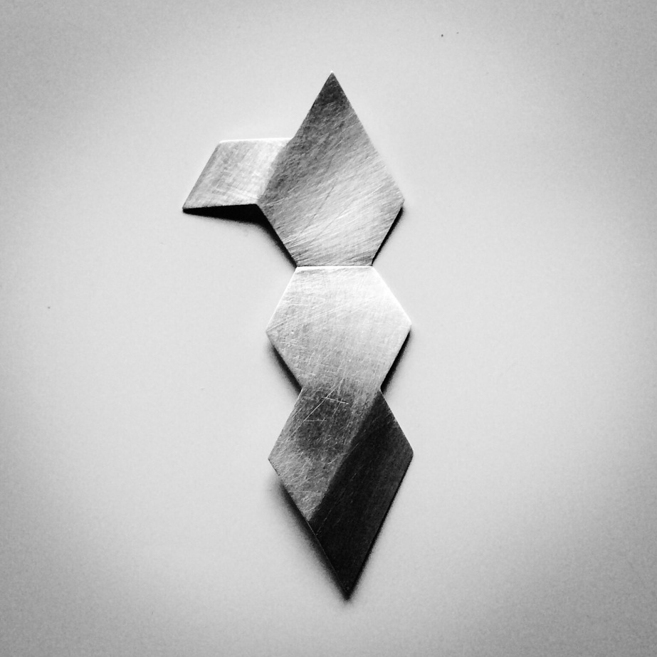 Isometric brooch