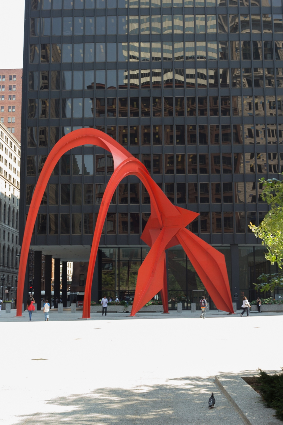 Flamingo by Anthony Calder in front of the Chicago pasport Agency building by Mies Van de Rohe